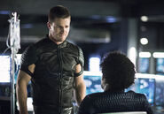13.Arrow Beacon of Hope Curtis et Oliver