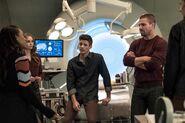 2.The Flash-elseworlds-part1-Iris, Caitlin, Barry, Oliver et Cisco