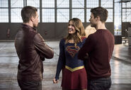 23.The Flash Invasion Oliver, Supergirl & Barry