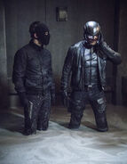 12.Arrow Honor Thy Fathers Oliver Queen et Spartan