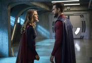 2.Supergirl-In Search Of Lost Time-Supergirl et Mon-El