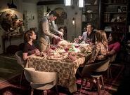 14.O Come, All Ye Faithful-Nora, Barry, Iris, Sherloque, Cisco et Caitlin