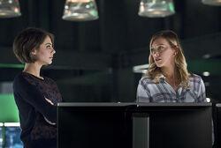 4.Arrow.Eleven-Fifty-Nine.Thea et Laurel.jpg