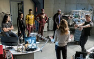 10.The Flash Cause and Effect Cisco, Kid Flash, Flash, Joe, Iris, Tracy et HR