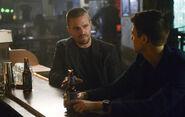 7.Supergirl-elseworlds-part3-Oliver Queen et Barry Allen