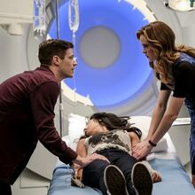 4.The-Flash-Untouchable-Barry, Caitlin et Iris.jpg
