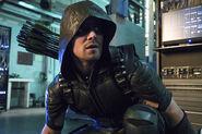1.arrow-episode-unchained-costume