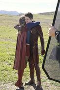 5.supergirl Worlds Finest flash et supergirl