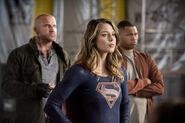 20.The Flash Invasion Mick, Supergirl & Jax