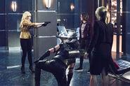 19.Arrow Beacon of Hope Brie larvan, Green Arrow, Thea et Felicity