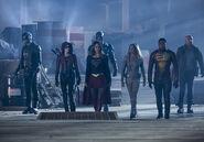 4.The Flash Invasion Spartan, Speedy, Atom, Supergirl, White canary, firestorm & heatwave