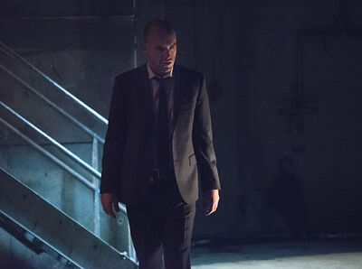 Arrow-episode-beyond-redomption-paul-blackthorne