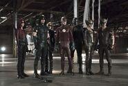 Arrow-the-flash-season-2-crossover-legends-of-tomorrow