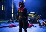 25.Arrow-elseworlds-part2-Batwoman
