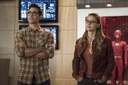 20.The Flash-elseworlds-part1-Clark et Kara