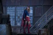 3.The Flash Invasion Supergirl