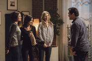 13.Supergirl Homecoming Alex, Maggie, Kara et Jeremiah
