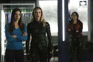 17.arrow-vixen-episode-team