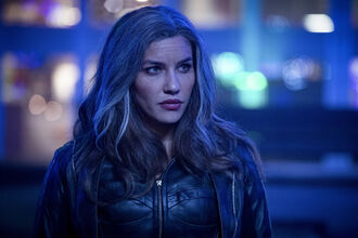 3.Arrow Star City 2040 Dinah Drake.jpg