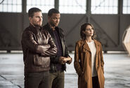 22.The Flash Invasion Oliver, Diggle & Thea