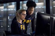 8.Arrow-Crossing Lines-Felicity et Samanda Watson