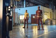 1.The Flash Mixed Signals Kid Flash et Flash