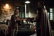 14.The Flash-elseworlds-part1-John Deegan et Monitor