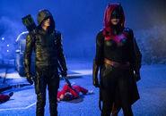 14.Arrow-elseworlds-part2-Barry (Green Arrow) et Batwoman