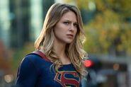 2.Arrow-elseworlds-part2-Supergirl