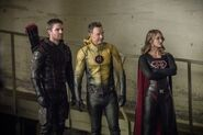 14.Crisis on Earth-X, Part 2 Arrow SS Arrow, SS Reverse Flash et SS Supergirl