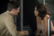 15.The Flash Mixed Signals Barry et Iris