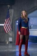 2.Supergirl-Make It Reign-Supergirl