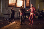 5.The Flash Elongated Journey into Night Breacher, Vibe, Dibney et Flash