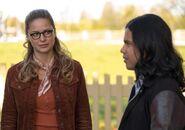12.The Flash-elseworlds-part1-Kara et Cisco Ramon