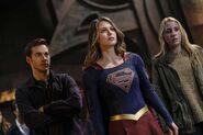 13.Supergirl supergirl-lives Mon-El, Supergirl & Izzy