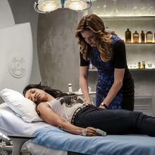 5.The-Flash-Untouchable-Caitlin et Iris.jpg