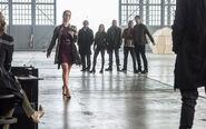 10.The Flash Invasion Caitlin, Felicity, Stein, Sara, Mick, Jax & Ray palmer, HR