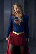 3.Supergirl-Make It Reign-Supergirl