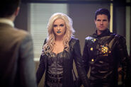 10.the-flash-episode-welcome-earth-2-frost