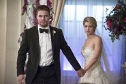 12.Arrow Broken Hearts Oliver, Felicty
