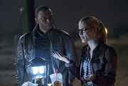 The-flash-vs-arrow-episode-crossover-diggle.jpg