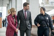 8.Thanksgiving Arrow Felicity, Oliver et agent