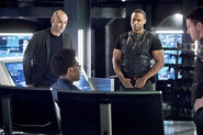 11.Arrow Beacon of Hope Curtis, Diggle, Quentin et Oliver