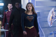 3.Supergirl-The Fanatical-Supergirl, J'onn et Mon-El