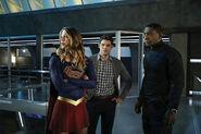 7.Supergirl Medusa Supergirl, Winn & J'onn