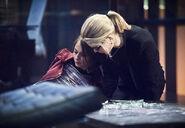 15.Arrow Beacon of Hope Thea et Felicity