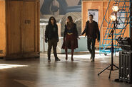 14.The Flash Invasion Vibe, Supergirl & Barry