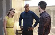 4.supergirl Worlds Finest barry, kara et james