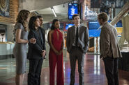 12.The Flash Borrowing Problems From the Future Cisco, Caitlin, Iris, Wally, Barry et Julian