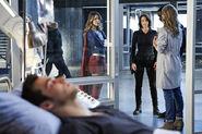 13.Supergirl Medusa Supergirl, Alex, J'onn, Eliza & Mon-El